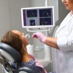 імплантація зубів київ